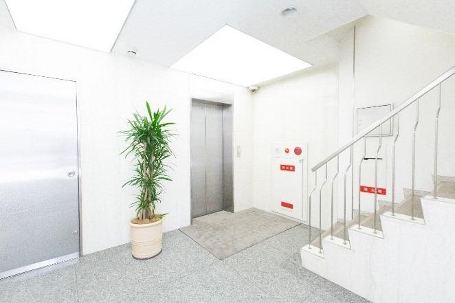 8.エレベーターまたは階段で2階におあがりください