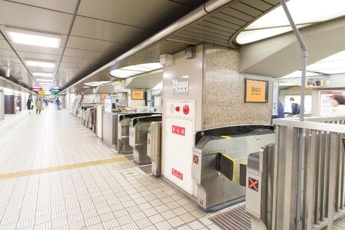 ①淀屋橋駅の西改札を出ます。
